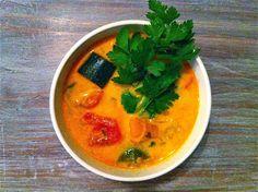 ZUPA z DYNI po TAJSKU :) wegańska - Smakoterapia Health Diet, Thai Red Curry, Lunch, Asian, Chili, Ethnic Recipes, Food, Inspired, Turmeric