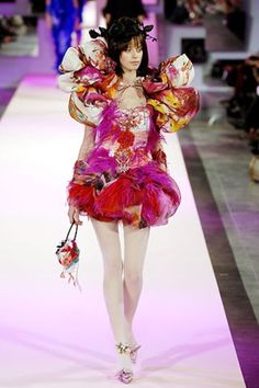 See the complete Christian Lacroix Spring 2007 Couture collection.
