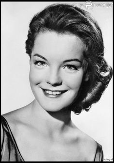 Google Image Result for http://static1.purepeople.com/articles/4/62/08/4/%40/459202-romy-schneider-637x0-1.jpg
