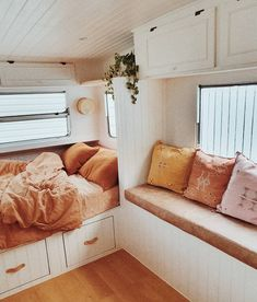 Looking for travel trailer remodel ideas? We have found some of the best caravan renovation ideas and put them all into one great post. Best Caravan, Diy Caravan, Caravan Living, Caravan Vintage, Vintage Caravans, Vintage Campers, Vintage Airstream, Caravan Curtains, Caravan Ideas