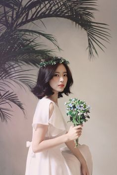 Image about girl in milkcocoa 💋 by ʝυѕтℓσvεąɧ❀ℓïƈ Ulzzang Short Hair, Korean Short Hair, Ulzzang Girl, Cute Korean, Korean Girl, Asian Girl, Lady Like, Yoon Sun Young, Girls With Flowers