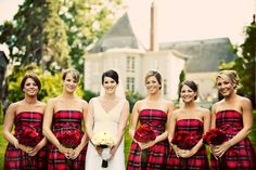 Bride poses with bridesmaids in plaid