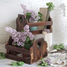 ideas wood box decoration crafts wooden crates for 2019 Wood Box Decor, Wood Boxes, Decor Crafts, Wood Crafts, Wood Storage Shelves, Vinyl Wood Flooring, Reclaimed Wood Shelves, Wood Basket, Round Wood Table