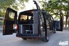 Opel Vivaro – Van Dream Madrid Ford Transit, Transporter T5, Volkswagen Transporter, Build A Camper Van, Vw Camper, Vw T5, Toyota Hiace Campervan, T5 Caravelle, Van Conversion Interior