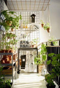 KLASEN serveerwagen | IKEA IKEAnl IKEAnederland inspiratie wooninspiratie interieur wooninterieur buiten outdoor balkon tuin opbergen opberger tafel rvs roestvrijstaal koken eten lente zomer barbecue barbecuen HINDÖ tafel BARSÖ klimplantrek groen plant planten