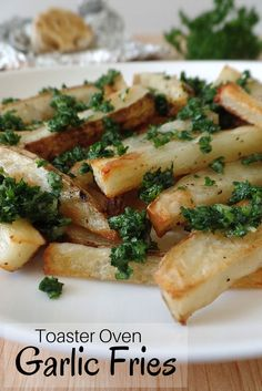 Toaster Oven Garlic Fries, enjoy the irresistible flavors of a ballpark favorite with less grease and calorie guilt. #toasterovenrecipes