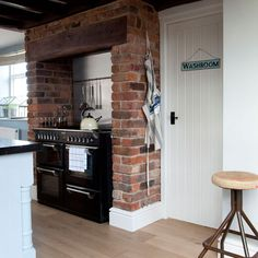 Rustic raw-brick kitchen - range cooker in exposed brick fireplace/alcove Rustic Kitchen Design, Country Kitchen, New Kitchen, Kitchen Brick, Kitchen Ideas, Kitchen Decor, Kitchen Bars, Kitchen Chimney, Kitchen Cooker