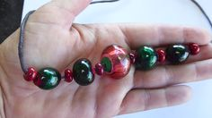 holle parels groen en rood hollow beads green and red