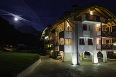 B&B C�sa Planber Canazei Situated in Canazei, just 20 metres from the Belvedere cable car, which has links to the Sella Ronda ski area, family-run B&B C?sa Planber features ski-to-door access, free Wi-Fi throughout and free parking facilities.