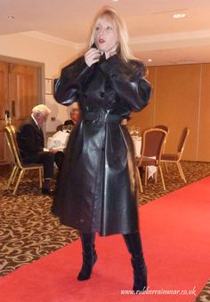 Modelling her SBR mackintosh Capes, Rain Cape, Rubber Raincoats, Raincoats For Women, Latex Fashion, Rain Wear, Black Rubber, Women Wear, Dressing