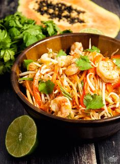 This delicious salad will brighten up your day with a combination of sweet fruit crunchy sprouts and a spicy-savory dressing. Paleo Salad Recipes, Cooking Recipes, Healthy Recipes, Grilled Shrimp Recipes, Seafood Recipes, Crunchy Asian Salad, Papaya Recipes, Shrimp Salad, Vegetarian Paleo