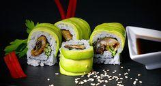 Sushi platos japoneses tan buenos como bien presentados