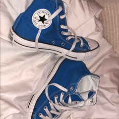 Converse All Star, Converse Bleu, Converse Haute, Blue Converse Outfit, Colored Converse, Sneakers Mode, Sneakers Fashion, Fashion Shoes, Shoes Sneakers