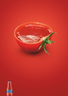 simple and clear tomato juice ad Clever Advertising, Advertising Poster, Advertising Campaign, Advertising Design, Ads Creative, Creative Posters, Juice Ad, Funny Ads, Best Ads