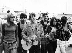 Jugendliche in Saint Tropez, 1966 Hubertus Hierl/Timeline Images #Cotedazur #Tropez #Frankreich #Reihe #aufgereiht #Gitarre #Musik #60s #60er #youth #Jugend #Jugendliche #Protest #Hippie #Hippies #68er #Studentenbewegung #Rebellion #Emanzipation Timeline Images, Saint Tropez, Grimm, Editorial, Moon, Fashion, Guitar, Young Adults, France