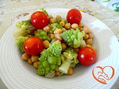 Insalata con broccolo romanesco,ceci e pomodorini http://www.cuocaperpassione.it/ricetta/f7371f4c-9f72-6375-b10c-ff0000780917/Insalata_con_broccolo_romanescoceci_e_pomodorini
