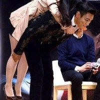 "T.O.P at ""The Commitment"" Showcase Event (131016) [PHOTO] - hugs & piggy back? that's not fair *jealous mode*"