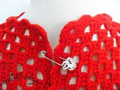 Olá pessoal!    Um novo casaco de crochet, em lã, na cor vermelho.        Com o frio que se faz sentir, sabe mesmo bem um casaco quentinho para agasalhar.    Por encomenda, pode ser feito noutras cores – Tamanho L – Preço: 50 € + portes de correio – Contactem-me pelo mail ajesusrijo@gmail.com    By