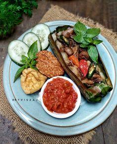 Resep nasi bakar spesial © 2020 Instagram/@dewi.yuliana23 ; Instagram/@laila_umi Rice Recipes, Cooking Recipes, Recipies, Nasi Bakar, Porridge Recipes, Malaysian Food, Indonesian Food, I Foods, Food And Drink