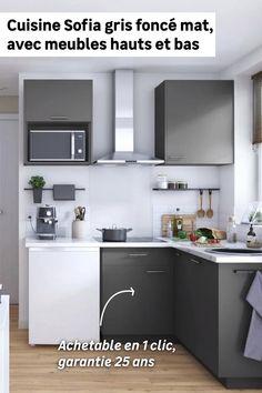 Découvrez la cuisine Sofia, achetable en 1 clic ! Composée de 2 meubles hauts et 3 meubles bas dont un d'angle avec rangement intégré, cette cuisine en L est idéale pour les petits espaces. Sa couleur grise et son aspect mat apporteront caractère et élégance à votre pièce.