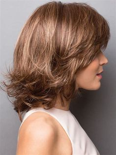Retro-like layers create femininity and infinite style versatility. Medium Bob Hairstyles, Straight Hairstyles, Medium Hair Styles, Curly Hair Styles, Layered Hair, Great Hair, Wavy Hair, Hair Lengths, Hair Trends