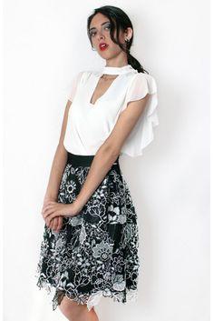 Falda de encaje #motufashion #moda #falda #vestidos #tiendaonline #famosas Ballet Skirt, Skirts, Fashion, Vestidos, Lace Skirt, Hemline, Tight Skirts, Hot Clothes, Clothing Stores