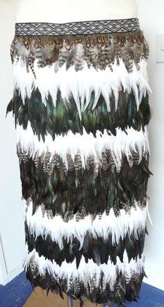 Maori Patterns, Flax Weaving, Feather Cape, Maori Designs, Culture Clothing, New Zealand Art, Maori Art, Kiwiana, Feather Crafts