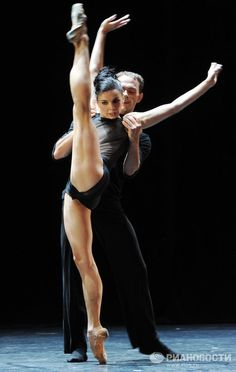 Natalia Osipova and Vyacheslav Lopatin in Serenade, Bolshoi Theater © RIA Novosti. Vladimir Vjatkin