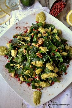 Go Organic with Goji Berries Healthy Recipe - Healthy Food Raw Diets Benefits Of Berries, Salad Recipes, Healthy Recipes, Salad Bar, Dips, Greek Recipes, Herbal Remedies, Good Food, Food And Drink