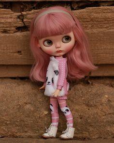 "71 Likes, 1 Comments - DollyCustom.com (@_dollycustom) on Instagram: ""♥ Custom Doll for Adoption by Ada ♥ CHECK HERE ☞ https://etsy.me/2qj1SqR . . . #dollycustom #blythe…"""
