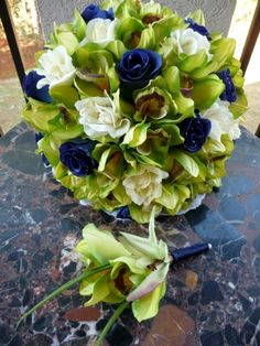 Navy blue roses & orchids