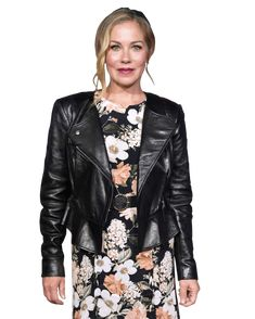 How Dead to Me Convinced Christina Applegate to Do TV Again Sweet Charity, Christina Applegate, Dead To Me, Comedy Tv, Figure It Out, Funny Things, Badass, Actresses, Film