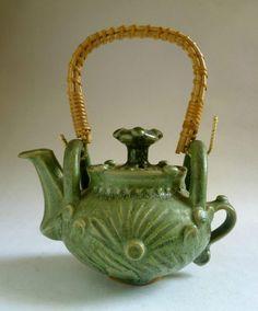 IAN GODFREY lovely green glazed stoneware TEAPOT. British studio pottery