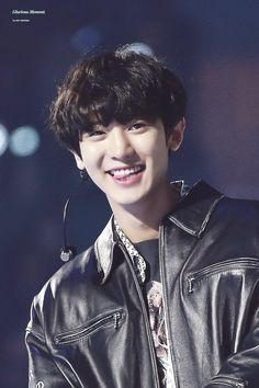 I don't like kpop, thank god chanyeol is a fucking mashmellow. Kpop Exo, Exo Ot9, Bias Kpop, K Pop, Baekhyun Chanyeol, Exo Chanbaek, Chansoo, Rapper, Kpop Memes