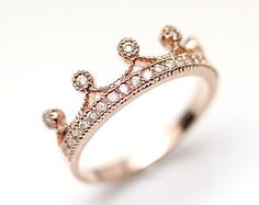 Crown Ring detailed with CZ in pink gold