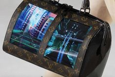 louis vuitton has introduced a set of handbags featuring built-in flexible OLED displays, introduced during its cruise 2020 runway show in new york city. Flexible Oled, Louis Vuitton Collection, Nicolas Ghesquiere, Smartphone, Future Fashion, Monogram Canvas, French Fashion, Creative Director, Mobiles