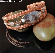Bracciale Wirewrapped in Rame e Agata del Botswana Wire Jewelry, Jewelry Crafts, Beaded Jewelry, Jewlery, Jewelry Ideas, Wire Wrapped Bracelet, Wire Bracelets, Chainmaille, Wire Work