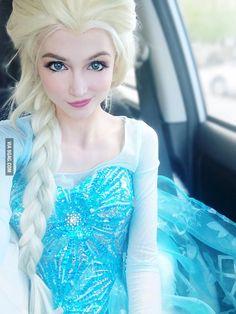 Elsa cosplay by Sarah Ingle Elsa Cosplay, Cosplay Frozen, Cosplay Lindo, Cute Cosplay, Cosplay Dress, Amazing Cosplay, Cosplay Outfits, Cosplay Girls, Cosplay Princesa Disney