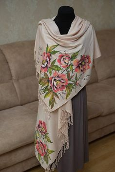 Hair and Beauty Tips! Hand Painted Dress, Painted Clothes, Fabric Paint Designs, Evening Shawls, Cashmere Scarf, Fabric Painting, Silk Scarves, Fashion Outfits, Womens Fashion