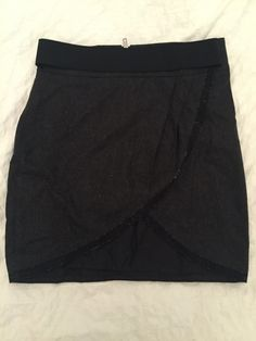 Jupe the Kooples gris anthracite et lamé argent The Kooples ! Taille 38 / 10 / M, Autres jupes à seulement 50.00 €. Par ici : http://www.vinted.fr/mode-femmes/autres-jupes/22724108-jupe-the-kooples-gris-anthracite-et-lame-argent.