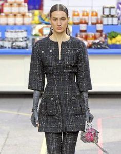 Женское пальто. Фото с показа Шанель  осень/зима 2014-2015 для визуальной деминстрации модели выкройки №150 от бюро GRASSER