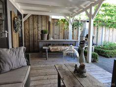 leuke sfeer!! combi steigerhout / wit hout mooi glas raam/deur aan achterzijde ruimtelijk