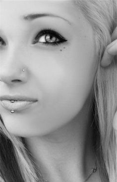 31 Strinkingly Unique Labret Piercings