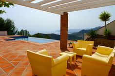 Priced at 1,300,000 Euros, Malaga Estates offers this La Herradura modern, luxury and contemporary villa for sale. Along the Costa Tropical with infinity pool and spectacular sea view. Would you like living in a well-established residential area surrounded by breath-taking views over the Mediterranean and on the edge of a Natural Park along the Spanish Costa Tropical? This paradise offered by Malaga Estates, your Malaga real estate specialist, is located on a 1-hour-drive from the…