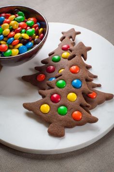 Weihnachten Kekse - Easy to make Gingerbread Christmas Tree Cookies. Photo and recipe by Irvin Lin of Eat the Love. - : Weihnachten Kekse - Easy to make Gingerbread Christmas Tree Cookies. Photo and recipe by Irvin Lin of Eat the Love. Homemade Christmas Cookie Recipes, Traditional Christmas Cookies, Gingerbread Christmas Tree, Gluten Free Christmas Cookies, Cookie Recipes For Kids, Christmas Tree Cookies, Holiday Cookies, Christmas Treats, Gingerbread Cookies