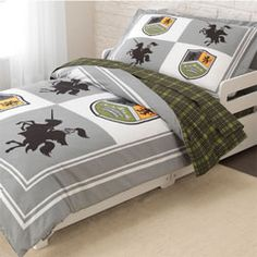 Your son will be thrilled to go to bed with his very own Knights Toddler bedding set. This exciting set features a knight on horseback and a coat of arms set on a combination of gray, white and green.Order 3 items from this theme and get 10% off.