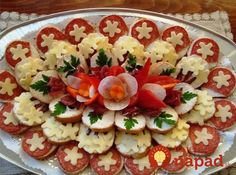 24 inspirations to serve cold plates - Kalte Platten - Wurst Appetizer Sandwiches, Appetizer Recipes, Catering Trays, Party Food Platters, Meat Platter, Cuisine Diverse, Brunch Buffet, Food Garnishes, Food Decoration