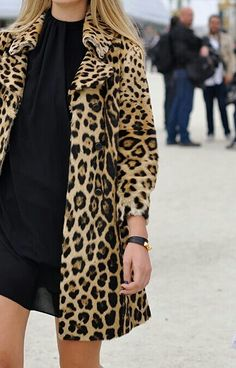 Nadire Atas on Animal Prints Don't usually like animal prints, but.a Leopard coat could go with a lot of black outfits! St Style, Looks Style, Mode Style, How To Have Style, Leopard Print Coat, Leopard Jacket, Leopard Prints, Leopard Dress, Look Fashion