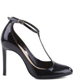 Uma variação charmosa e delicada dos clássicos scarpins, o sapato boneca se destaca como opção de peso para compor visuais de estilo ladylike neste inverno. Ultra feminino, ele tem ponteira e traseir