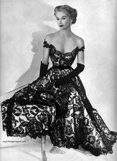 Lisa Fonssagrives-Penn wearing Hattie Carnegie 1951- Photo by Horst